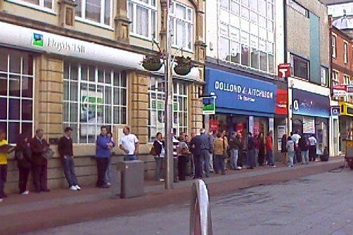 Queues for iPhone 3G in July 2008