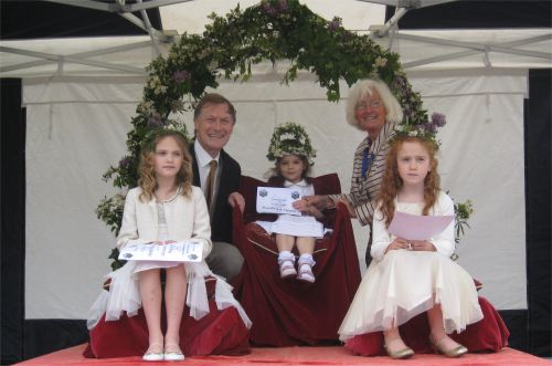 May Queen and May Princesses with David Amess MP and Deputy Mayor of Leigh