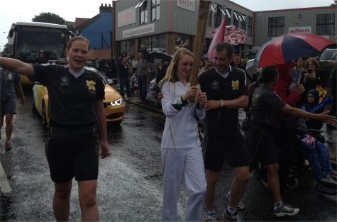 Torchbearer enters Leigh-on-Sea