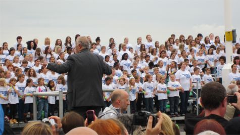 2000-strong choir on Southend Seafront